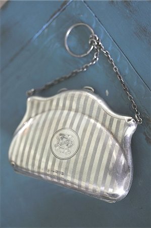 Elegant handbag with chain Stock Photo - Premium Royalty-Free, Code: 689-05612131