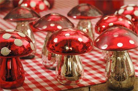 Decorative fly agarics Stock Photo - Premium Royalty-Free, Code: 689-05612266