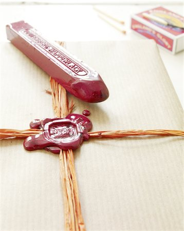 stamped - Gift is being sealed Stock Photo - Premium Royalty-Free, Code: 689-05612378