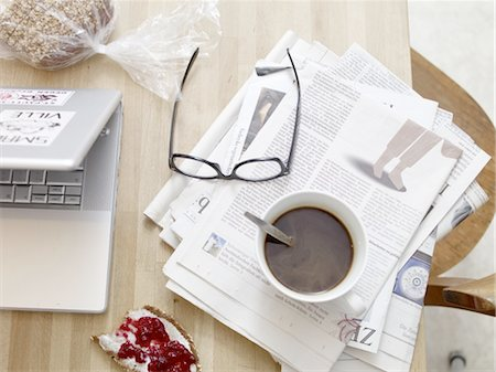 Breakfast table with newspaper and laptop Stock Photo - Premium Royalty-Free, Code: 689-05612538