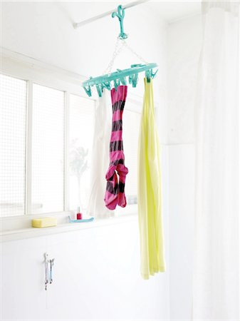 Laundry hanging in bathroom Stock Photo - Premium Royalty-Free, Code: 689-05612578