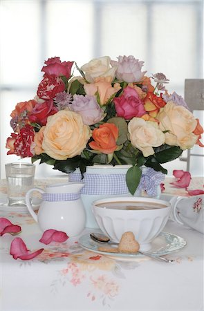 rose patterns - Bunch of flowers and coffee set on dining table Stock Photo - Premium Royalty-Free, Code: 689-05612691