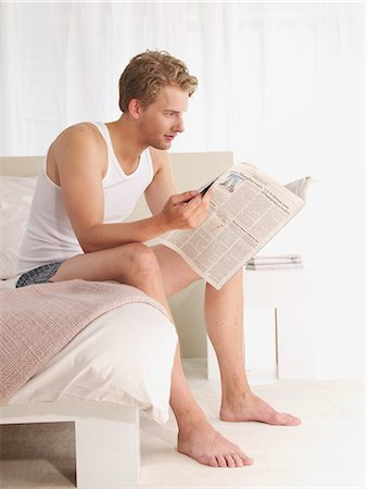 sleeping nude - young man reading news on the bed Stock Photo - Premium Royalty-Free, Code: 689-03131310