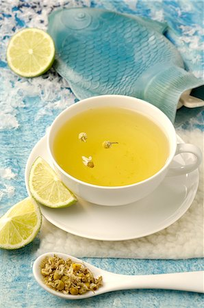floral - Camomile tea and hot water bottle Stock Photo - Premium Royalty-Free, Code: 689-03733097