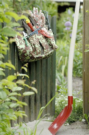 Gardening tools Stock Photo - Premium Royalty-Free, Code: 689-03733219