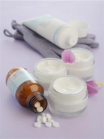 pharmaceutical plant - Tissue salts and creams Stock Photo - Premium Royalty-Free, Code: 689-03733521