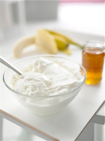 personal care - Bowl with curd, glass of honey and banana Stock Photo - Premium Royalty-Free, Code: 689-03733736