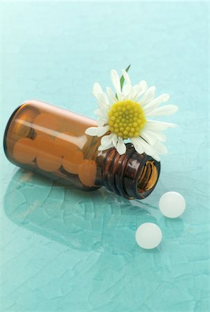pharmaceutical plant - Globules in medicine bottle Stock Photo - Premium Royalty-Free, Code: 689-03733738