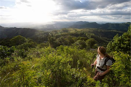 Female hiker at Castle Beacon near Bvumba Mountains, Bvumba, Eastern Highlands, Zimbabwe Foto de stock - Sin royalties Premium, Código: 682-05650433