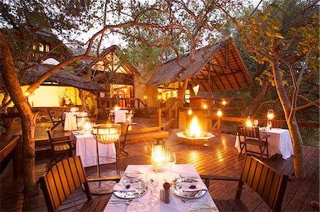 An outdoor dinning area, Pondoro Game Lodge, Balule Private Nature Reserve, Limpopo. South Africa Stock Photo - Premium Royalty-Free, Code: 682-05977077