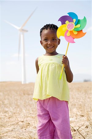 energia alternativa - Young girl holding toy windmill, Cape Town, Western Province, South Africa Foto de stock - Royalty Free Premium, Número: 682-02891362
