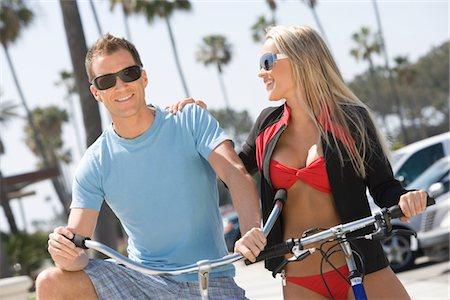 Couple on bikes at the beach Stock Photo - Premium Royalty-Free, Code: 694-03332321