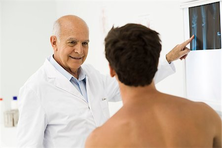 Doctor explaining x-ray to patient Stock Photo - Premium Royalty-Free, Code: 695-05771246