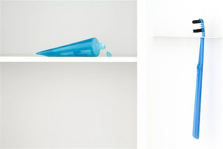 Toothbrush and toothpaste Stock Photo - Premium Royalty-Free, Code: 696-03395895
