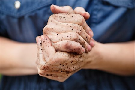 Dirty hands Stock Photo - Premium Royalty-Free, Code: 698-05957374