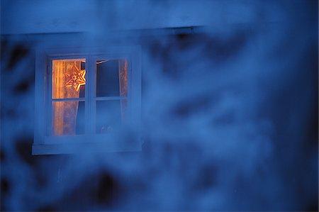 Christmas star in window Stock Photo - Premium Royalty-Free, Code: 698-05958838