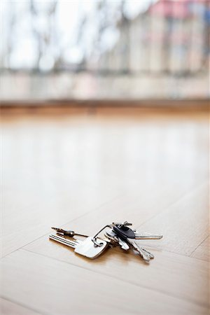 Bunch of keys lying on floor Stock Photo - Premium Royalty-Free, Code: 698-05959318