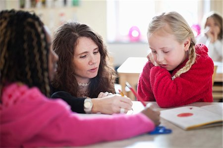 drawing - Teacher assisting student in drawing Stock Photo - Premium Royalty-Free, Code: 698-06117254