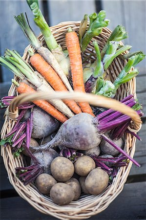 still life - High angle view of harvested vegetables in basket Stock Photo - Premium Royalty-Free, Code: 698-06374968