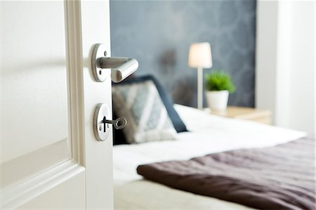 Open bedroom door with key Stock Photo - Premium Royalty-Free, Code: 698-06375101
