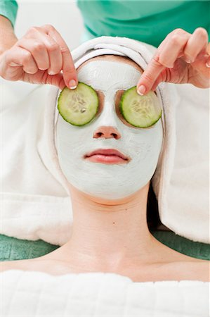 facial - Message therapist keeping slices of cucumber on young woman's eyes in beauty spa Stock Photo - Premium Royalty-Free, Code: 698-06375510
