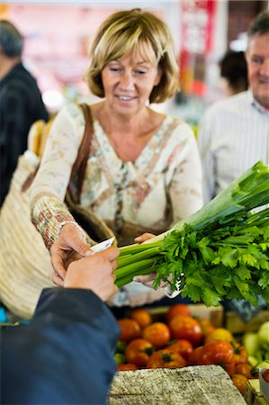 sold sign - Woman paying for vegetables at market Stock Photo - Premium Royalty-Free, Code: 698-06444476