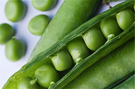 Close-up of freshly harvested peas in pod Stock Photo - Premium Royalty-Free, Code: 698-06443901