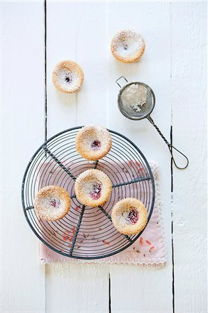 dessert - Fresh cookies and tea strainer with powdered sugar on table Stock Photo - Premium Royalty-Free, Code: 698-06615460