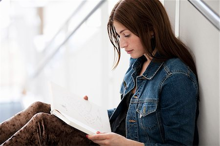 Woman reading book Stock Photo - Premium Royalty-Free, Code: 698-06615739