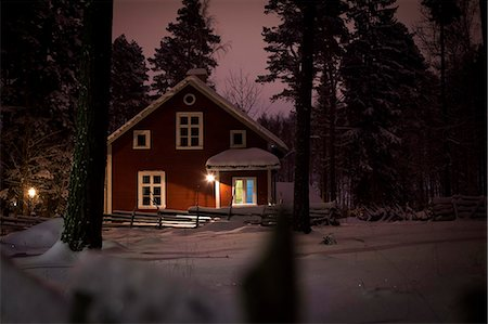 Trees and house in winter Stock Photo - Premium Royalty-Free, Code: 698-06615800
