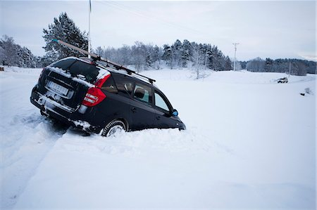 View of car stuck in snow Stock Photo - Premium Royalty-Free, Code: 698-06615802