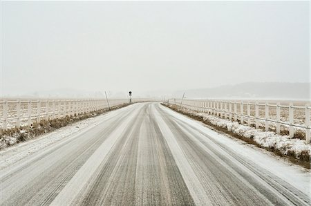 Country road covered with snow Stock Photo - Premium Royalty-Free, Code: 698-06966266