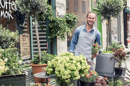 florist - Portrait of confident male florist working outside flower shop Stock Photo - Premium Royalty-Free, Code: 698-06966468