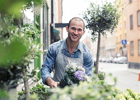 florist - Portrait of happy male florist working outside flower shop Stock Photo - Premium Royalty-Free, Code: 698-06966470