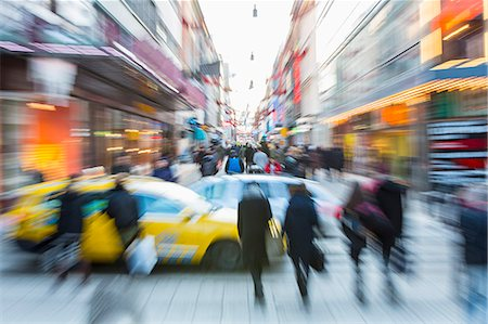 Blurred motion of cars with crowd walking on city street Stock Photo - Premium Royalty-Free, Code: 698-06966744