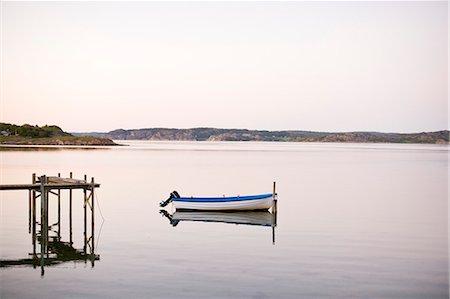 Motorboat moored in lake Stock Photo - Premium Royalty-Free, Code: 698-07158525