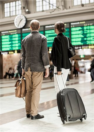 Business people with luggage standing on railway station Stock Photo - Premium Royalty-Free, Code: 698-07158654