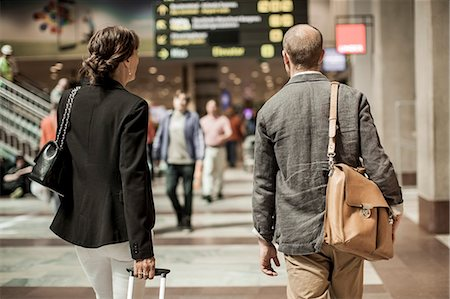 Business people with luggage walking on railway station Stock Photo - Premium Royalty-Free, Code: 698-07158659