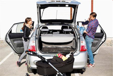 Family entering into car on street Stock Photo - Premium Royalty-Free, Code: 698-07158740