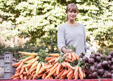 sold sign - Portrait of smiling female vendor selling vegetables at market stall Stock Photo - Premium Royalty-Free, Code: 698-07439641