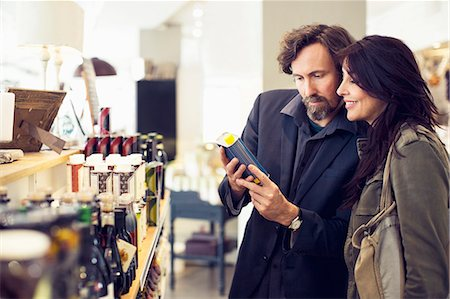 Mature couple shopping in grocery store Stock Photo - Premium Royalty-Free, Code: 698-07611907