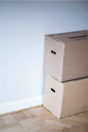 Cardboard boxes in new home Stock Photo - Premium Royalty-Free, Code: 698-07635191