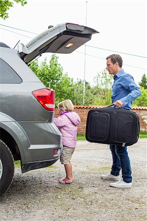 Father and daughter getting ready for road trip Stock Photo - Premium Royalty-Free, Code: 698-07812975