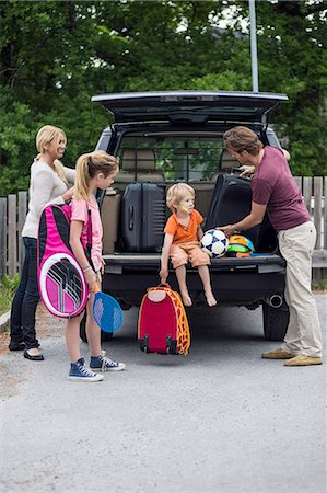 Family preparing for road trip Stock Photo - Premium Royalty-Free, Code: 698-07813170