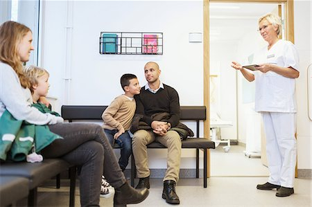 senior speaking to doctor - Nurse talking to patients sitting in waiting room at orthopedic clinic Stock Photo - Premium Royalty-Free, Code: 698-08007887