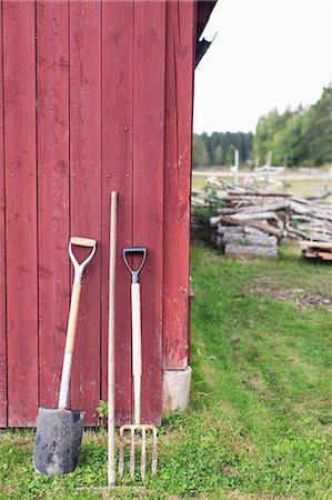 Gardening tools outside barn at farm Stock Photo - Premium Royalty-Free, Code: 698-08007925