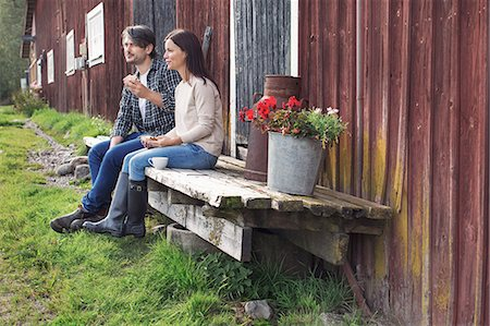 Couple having breakfast while sitting outside barn at farm Stock Photo - Premium Royalty-Free, Code: 698-08007927