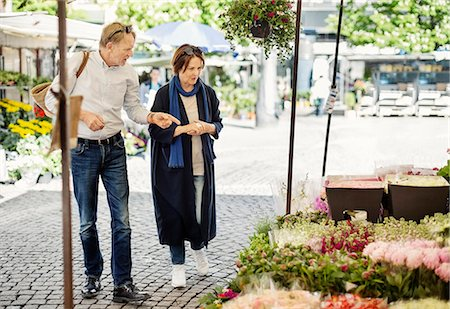 Senior couple shopping at flower market Stock Photo - Premium Royalty-Free, Code: 698-08226799