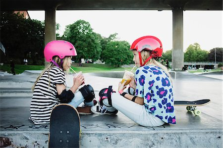 drink (non-alcohol) - Friends drinking juice while sitting at skateboard park Stock Photo - Premium Royalty-Free, Code: 698-08886014