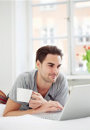 Man with coffee and computer Stock Photo - Premium Royalty-Free, Code: 698-03658310